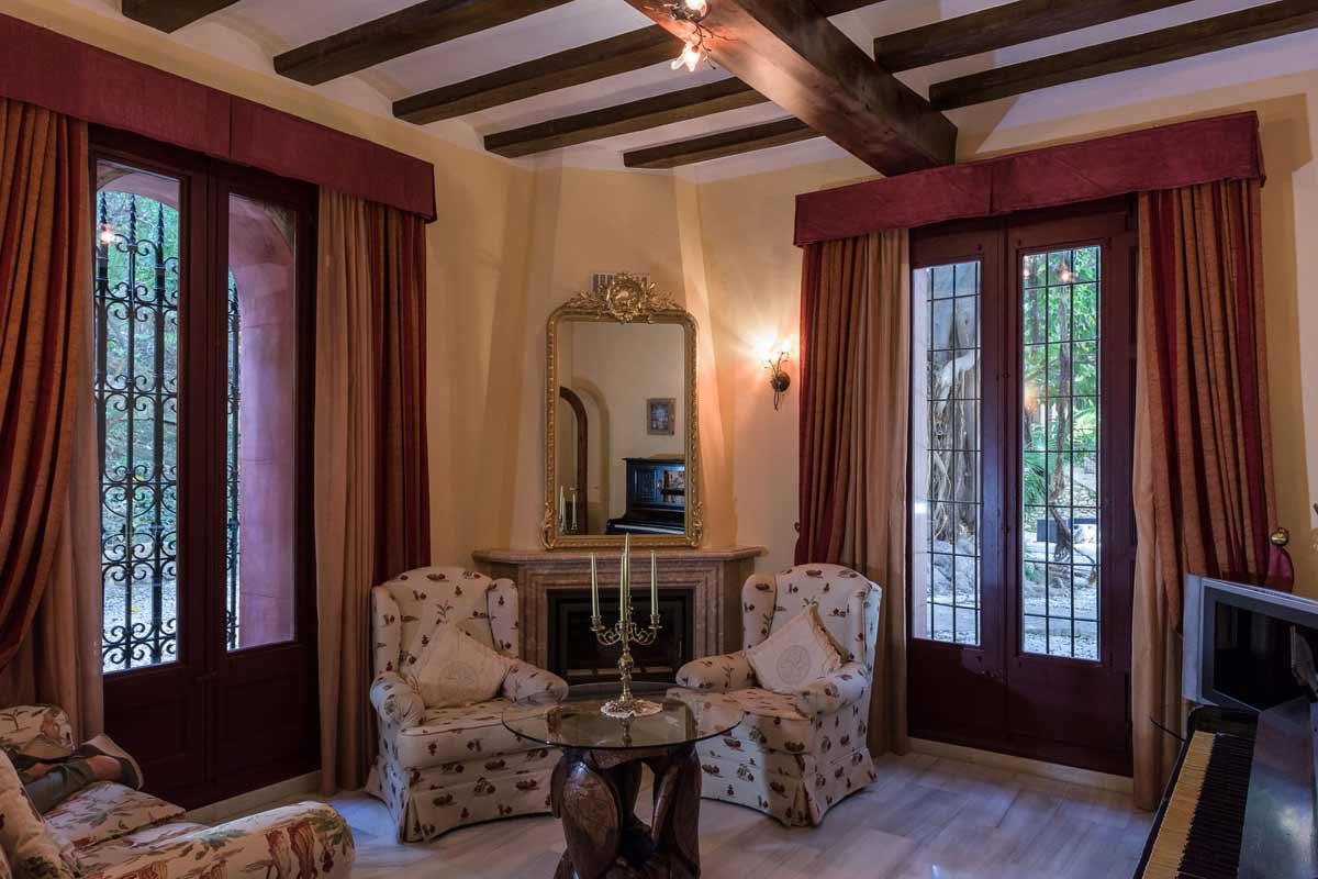 Hotel-Villa-Retiro-5-estrellas-sala-estar-colonial-Xerta-Ebre