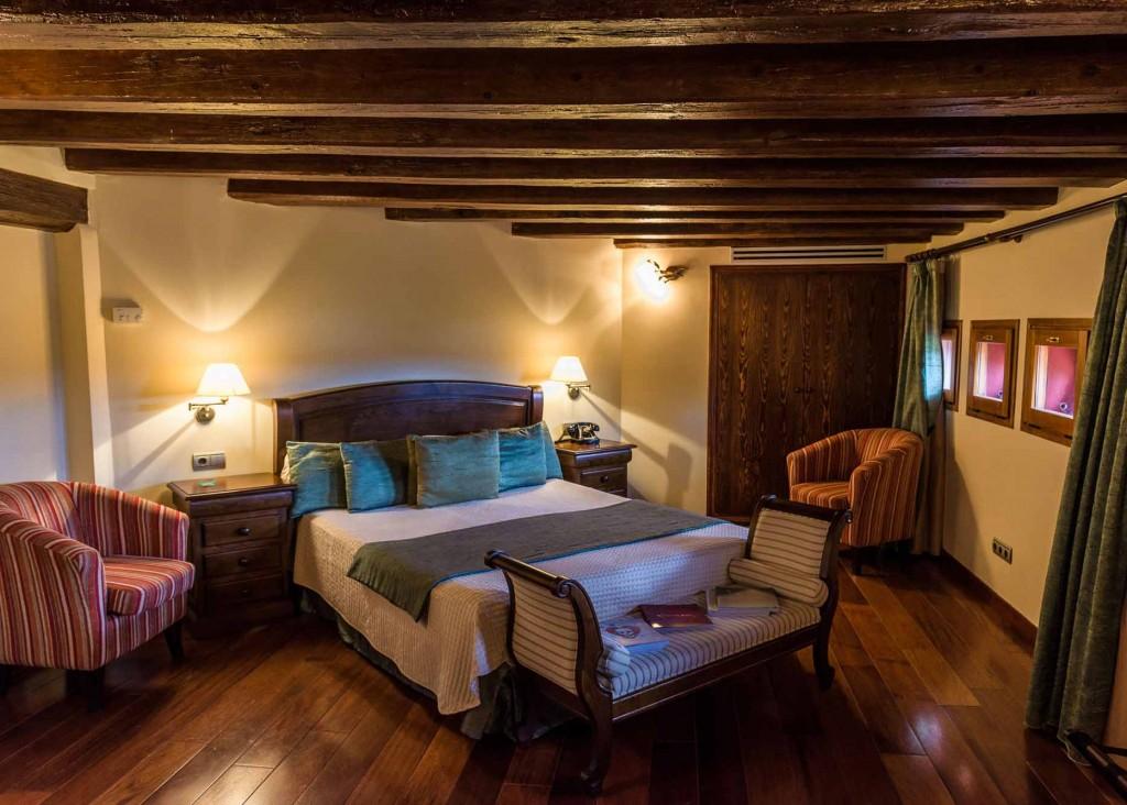 Hotel-Villa-Retiro-5-estrellas-habitacion-doble-grande-superior sant valentin